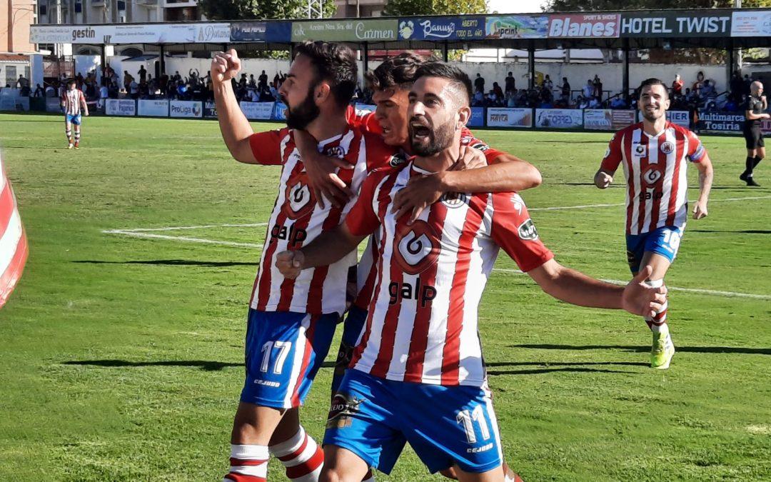 Adri Paz, Mario Martos y Joselillo renuevan su compromiso con el Torredonjimeno