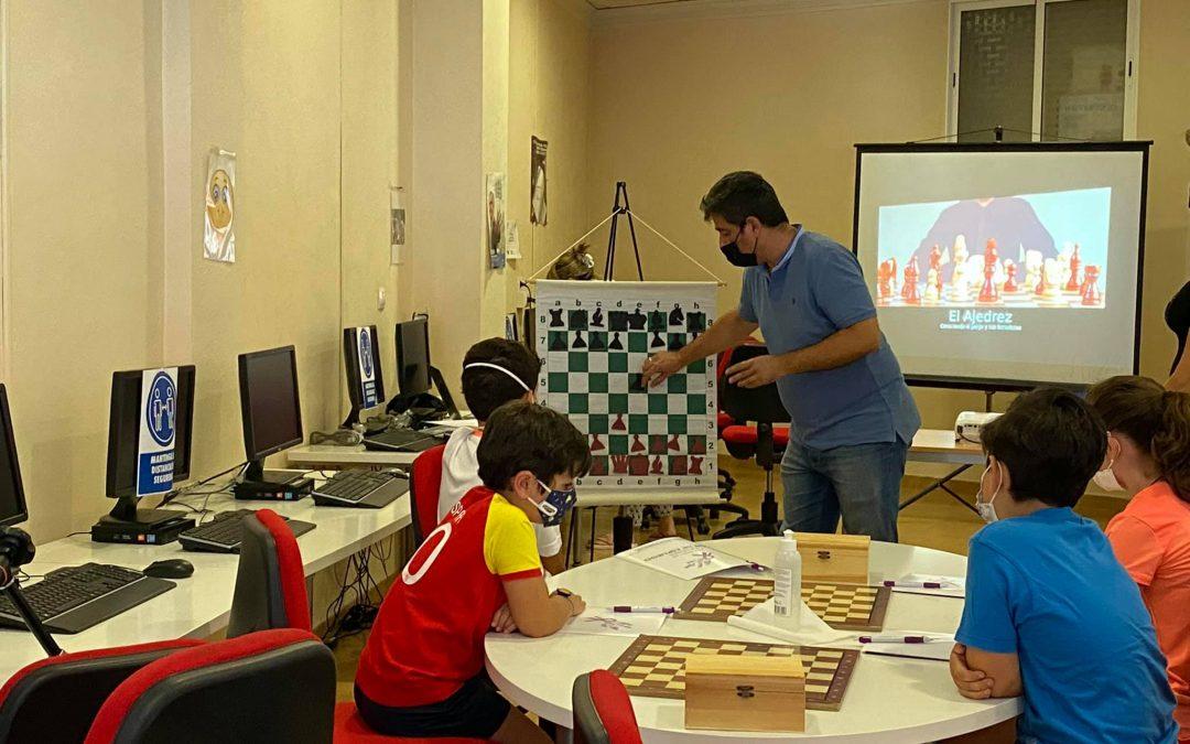 Jóvenes de Alcaudete se inician en el ajedrez