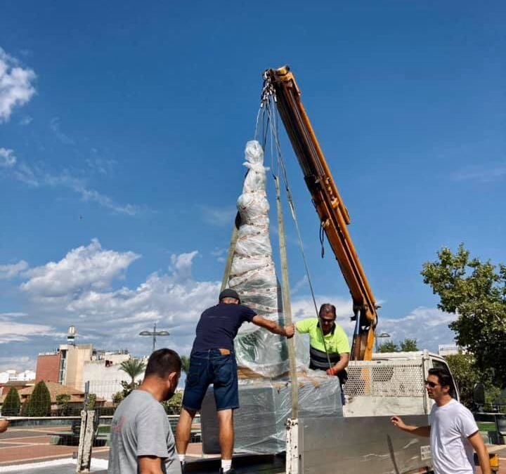 """Colocada la estatua de vidrio reciclado de """"Raphael"""""""