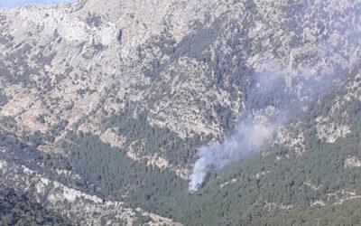 Tres medios aéreos trabajan en la extinción de un incendio forestal en la Sierra de Cazorla, Segura y las Villas