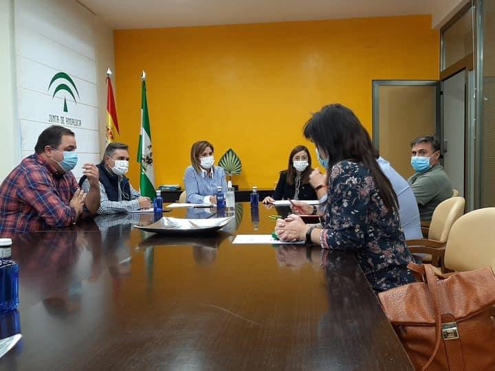 Vecinos de Las Casillas se reúnen con la delegada de Salud en Jaén