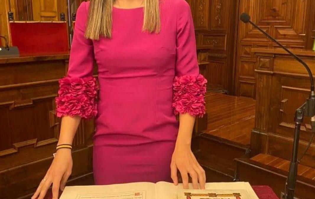 Eva Sánchez toma posesión de su acta de diputada provincial
